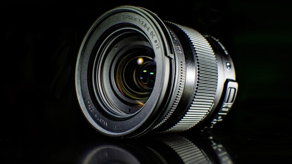 LensVid Exclusive: Sigma 17-70mm F2.8-4 DC MACRO OS HSM Hands on and Review