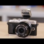 Olympus Pen E-PL7 is ready for a selfie