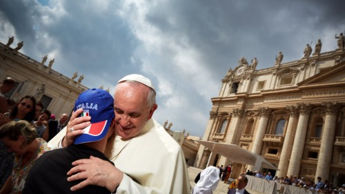 What's-It-Like-to-Photograph-the-Pope