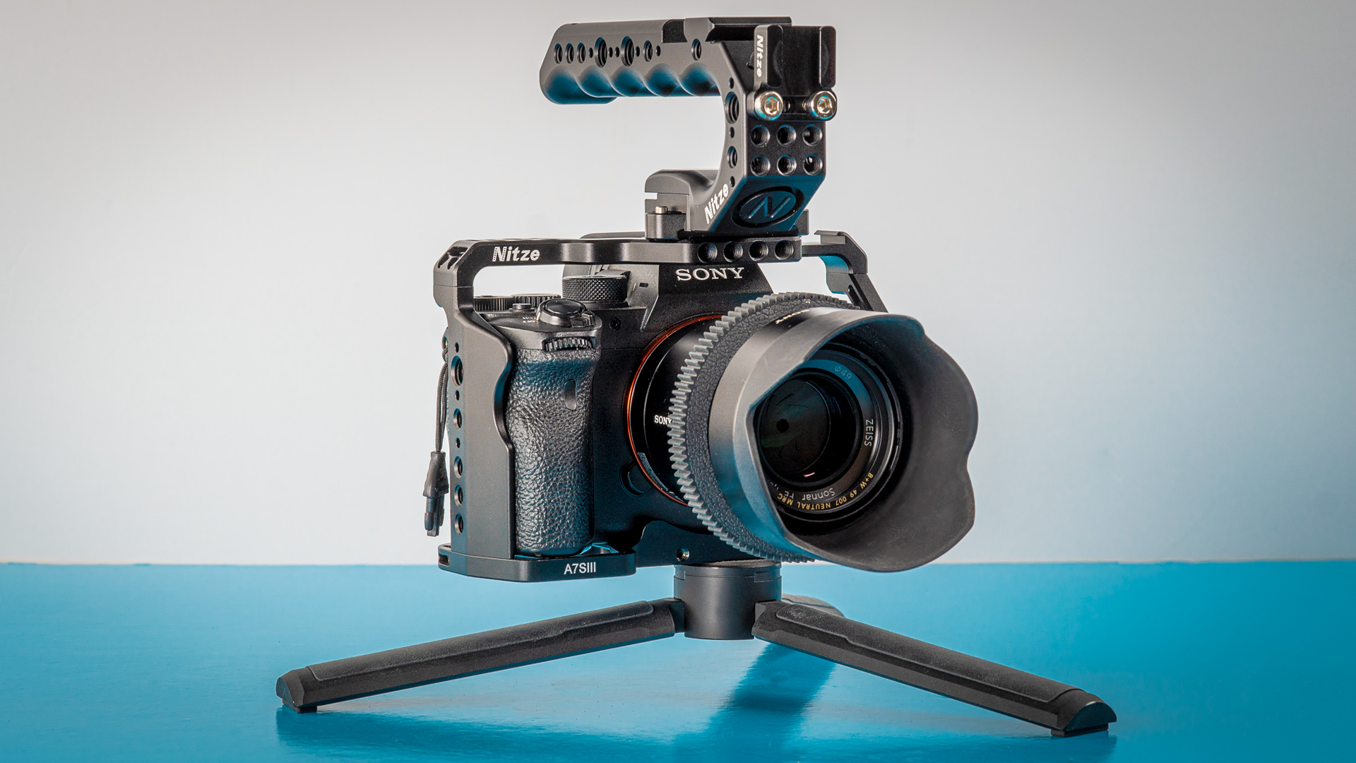Nitze-Cage-for-Sony-aS7III-and-Stinger-Handle