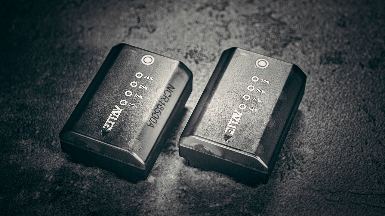 Z-type batteries with a level indicator